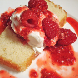Cake with cream and berries
