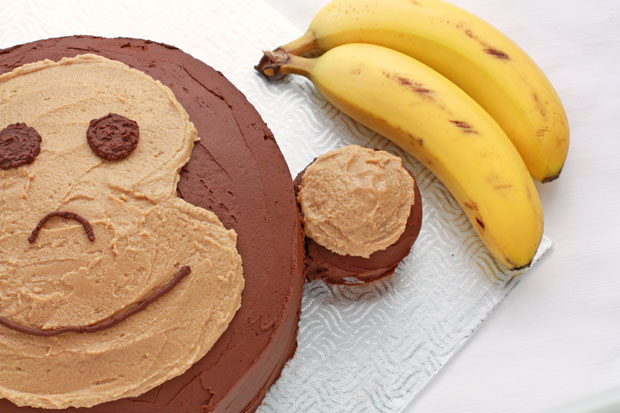 How to decorate a monkey cake with chocolate and peanut butter frosting