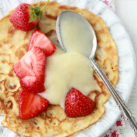 Crêpes with strawberries and vanilla pastry cream