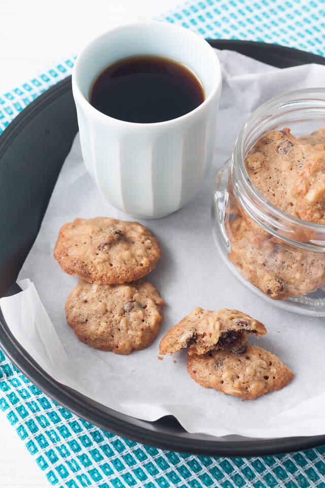 small crispy oatmeal raisin cookies