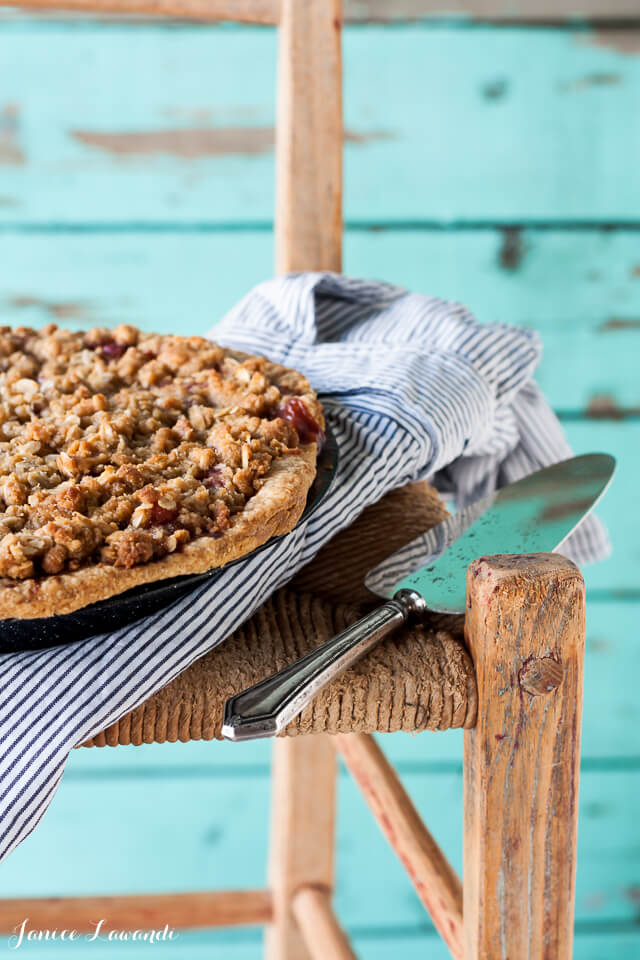 Whiskey peach pie with an oat crumble topping