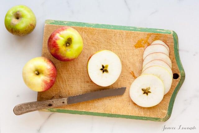 Slcing apples