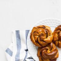 Turkish coffee kanelbullar knots: buns flavoured with cardamom and coffeee