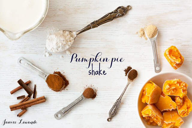 pumpkin pie shake made with almond milk and lots of autumn spices
